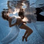Babybauch Unterwasser mit Karina